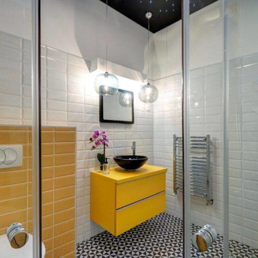 Fehér és sárga fózolt 10x30-as metró csempe