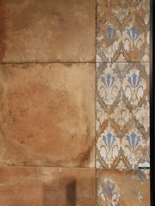 Terrakotta színű burkolat padlóra és falra
