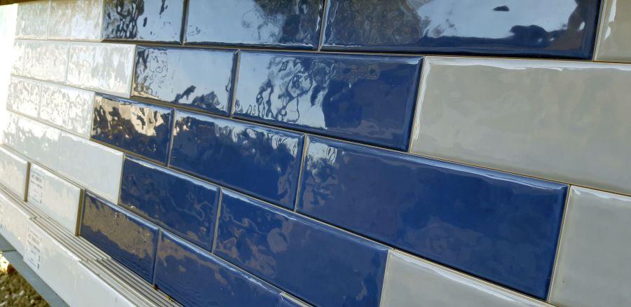 Rusztikus felületű metró csempe kék fényes