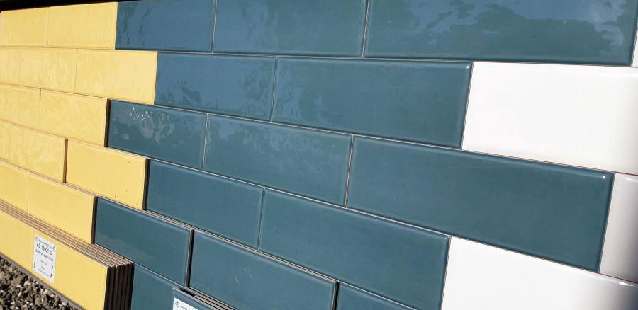 Rusztikus felületű metró csempe kék