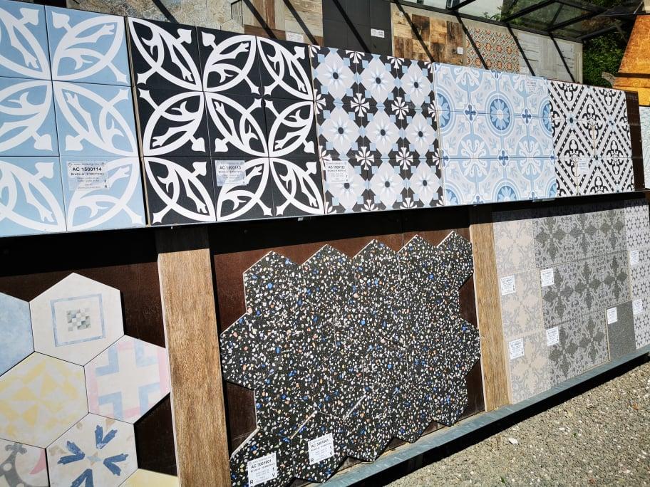 Burkolatvásárlás Szentendrén az AC Design -tól bemutató udvar